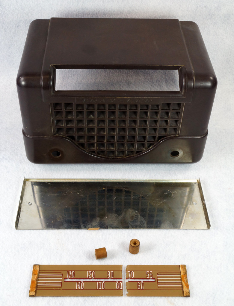 RD11401 Vintage Mid Century 1948 TRAV-LER 5066 Brown Bakelite Case TUBE RADIO DSC08568