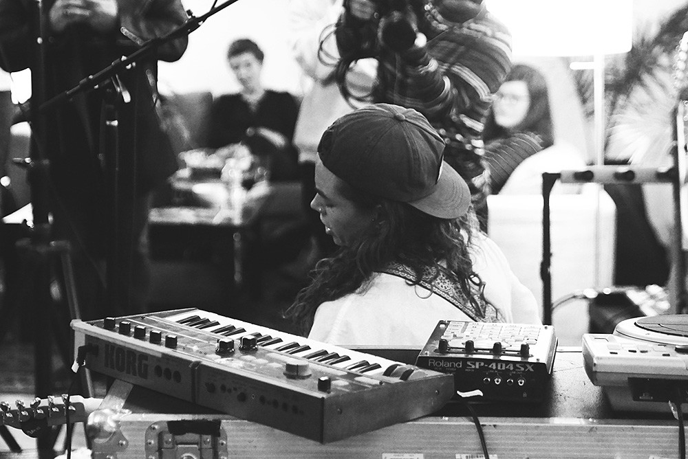 Tash Sultana @ Mom and Pop Records | Photo by KGP | The 405
