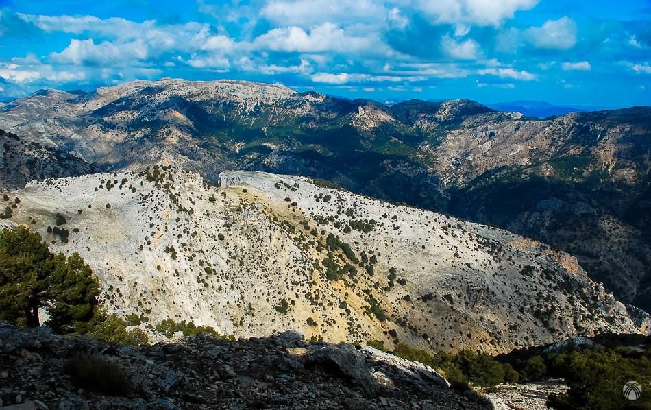 Descendemos hacia el valle con vistas hacia Sierra Seca