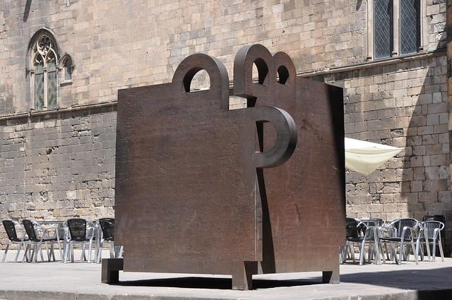 Barcelona (Plaça del Rei). Topos V. 1986. Eduardo Chillida, sculptor
