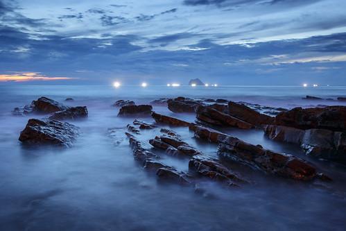seascape sunrise rocks waves 北海岸 taiwan 基隆 dawning 海岸 seacoast daybreak keelung 6d 海浪 海洋 海邊 外木山 晨昏攝影 礁岩 waimushan 風景攝影 北海岸及觀音山國家風景區 ef1635mmf28liiusm 長曝 1635lii 台灣影像 浪絲 曝浪