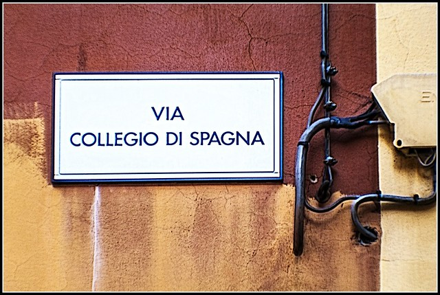 Bologna in agosto: via Collegio di Spagna