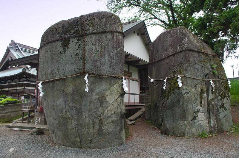 Rocher du démon au sanctuaire Mitsuishi