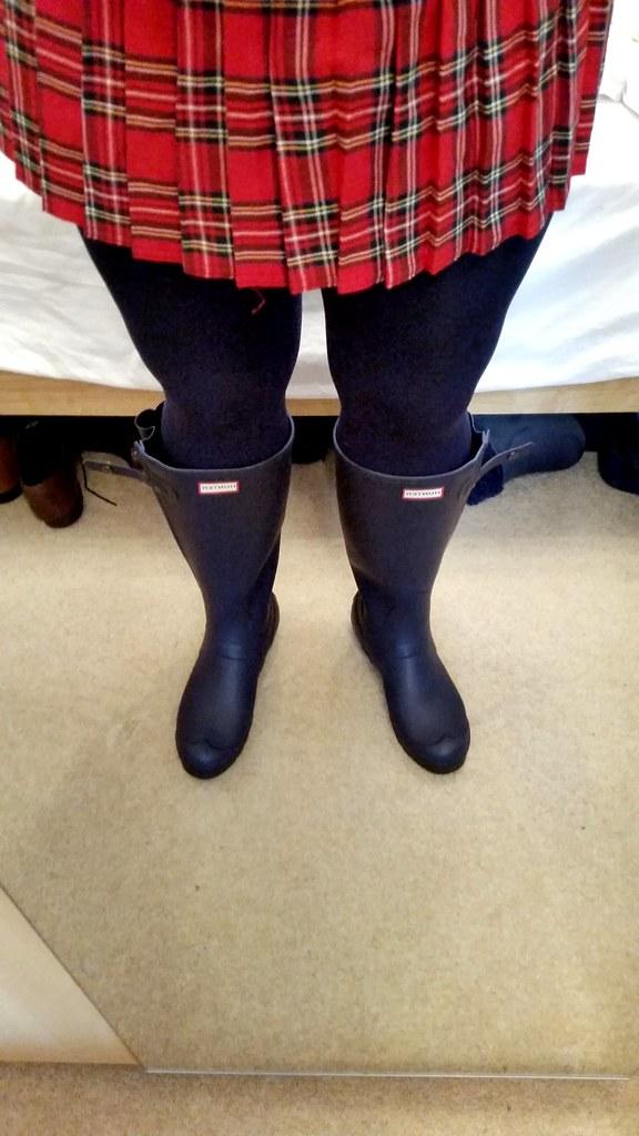 buy popular 849b9 2a0de Hunter slim wellingtons with black tights and a tartan min ...