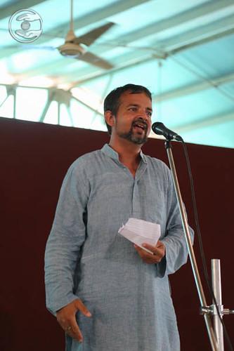 Poem by Vivek Rafiq from Sant Nirankari Colony, Delhi