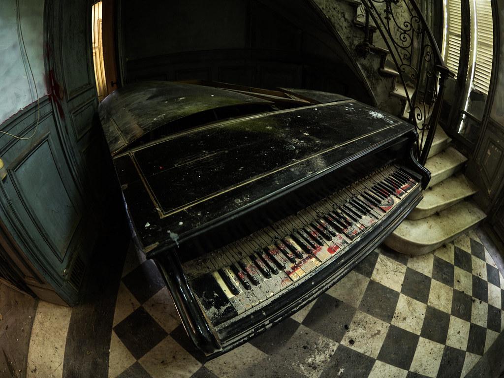 ... Piano A Queue | By Jeff La Brique