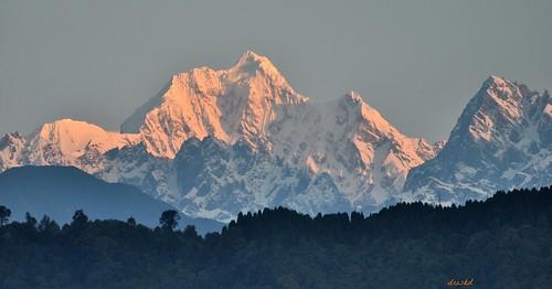 sunrise nikondigital himalayas sikkim gangtok kanchenjunga morningglow pandim eastsikkim mtpandim himalayanpeaks kanchenjungarange himalayanphotography sunriseonhimalayas