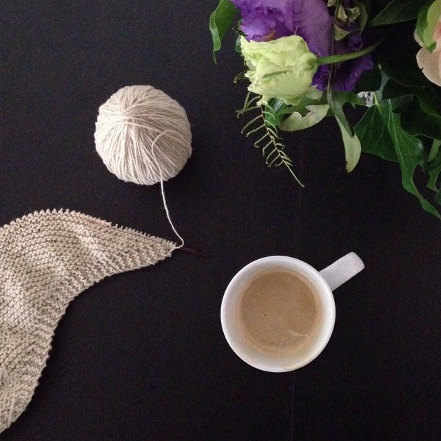 Good morning sunshine 😃 #sundaymorning #firstcoffee #earlyknitting #moekeyarns #moreshawlsplease
