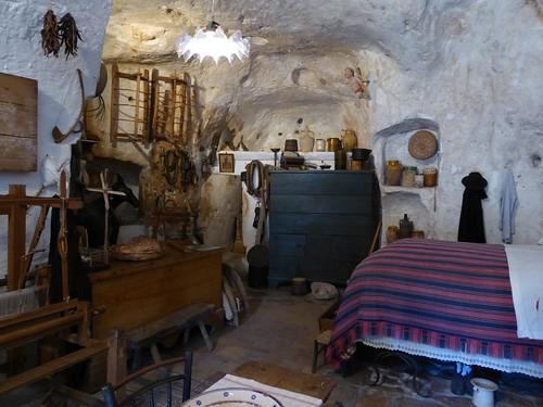 En zo leefden de mensen toen in een grot (inclusief hun veestapel) ...
