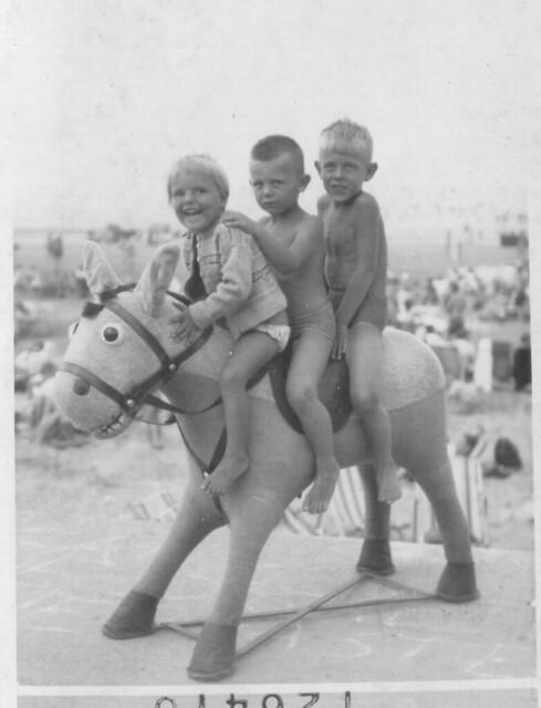 1959 - 01 - Debbie, Grahame and Steven at Westgate
