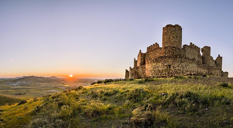 Castillo de Almonacid atardecer