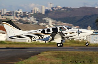 Beechcraft Baron PR-JBF pousando no Aeroporto Carlos Prates, BH - MG