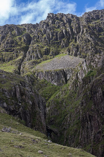 Looking across Piers Gill to Lingmell Crag | by johnkaysleftleg