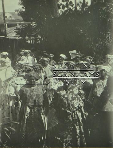 Marktvrouwen   by Stichting Surinaams Museum