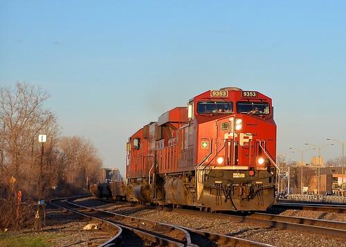 train quebec montreal canadianpacific expressway cp ge piggyback generalelectric freighttrain intermodal sd60 gevo tofc es44ac intermodaltrain cp133 cp9353 cp6252