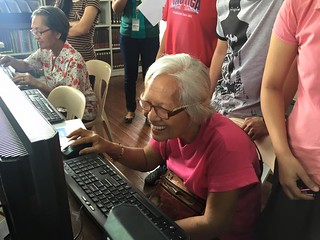 Digital literacy training for senior citizens in the Philippines | by BeyondAccessInitiative