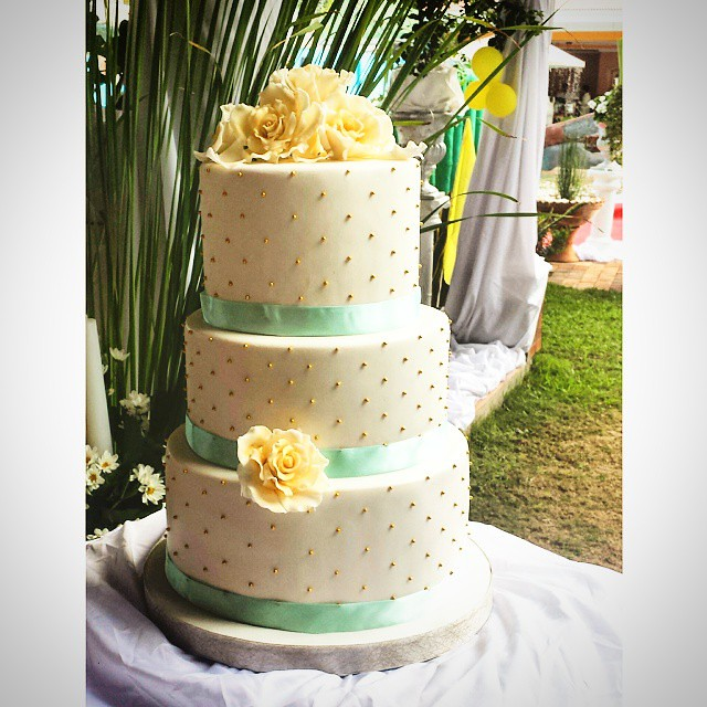 Jephunneh Mary Rose S Mint Green Gold Wedding Cake Ado Flickr