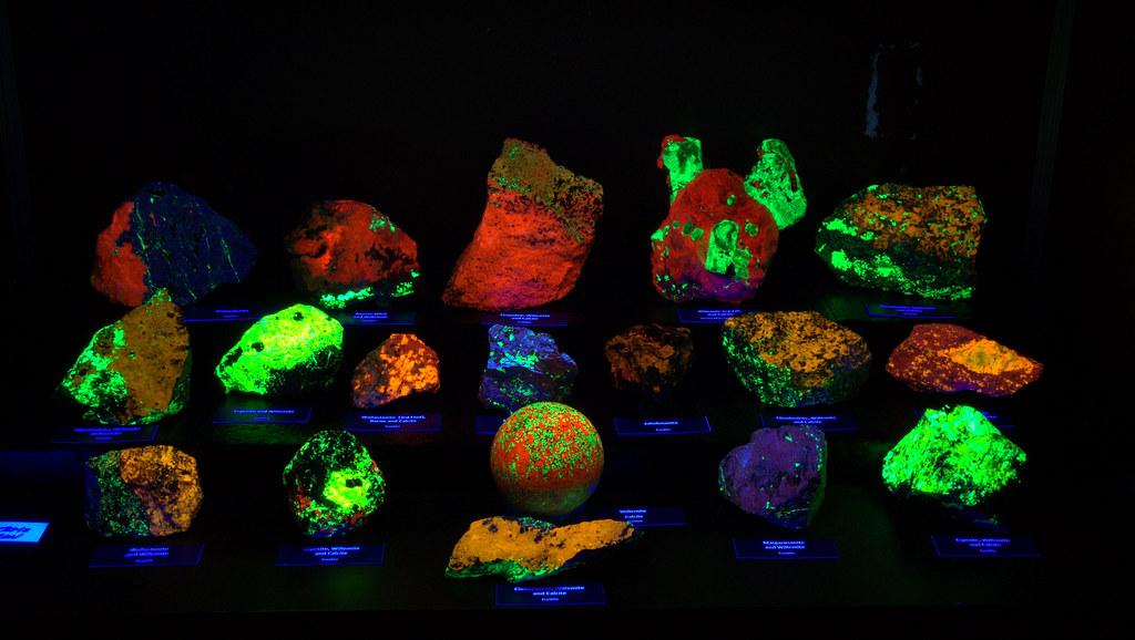 705 Franklin Fluorescent Minerals