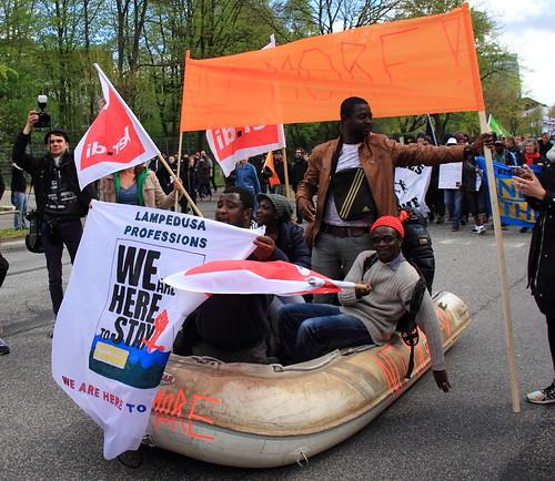 Mayday Hamburg Recht auf Stadt-Never mind the papers   by Rasande Tyskar