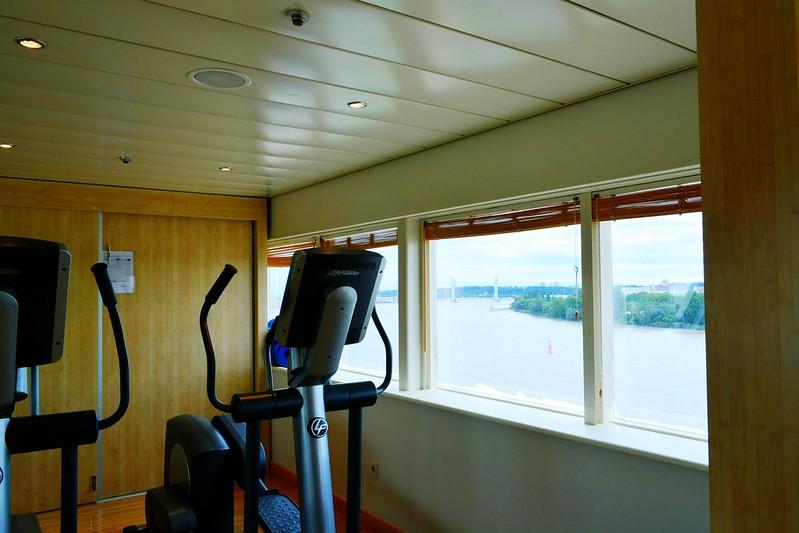Fitness avec vue sur le Pont Levant - Visite du paquebot AMADEA - Bordeaux, 16 septembre 2015