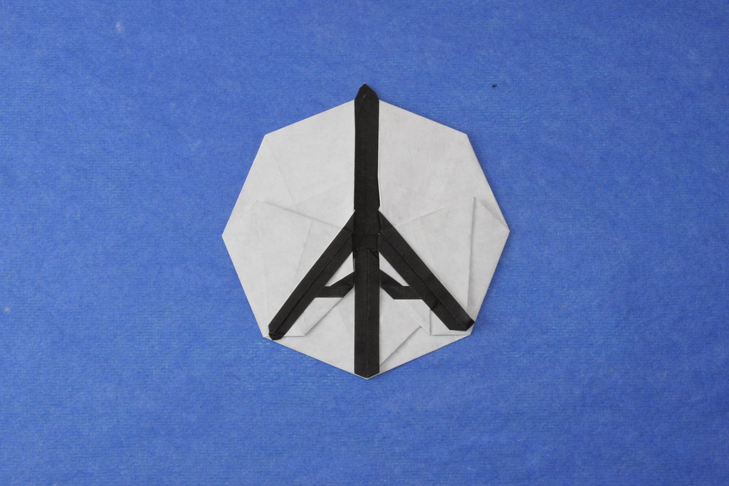 Origami Paper Art Of Cute Couple In Town With Eiffel Tower In ... | 683x1024