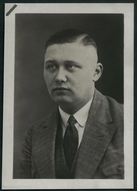 Archiv EE465 Passbild eines jungen Mannes, 1930er