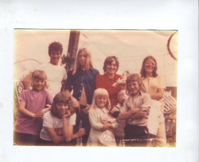 Ron, Val and all the family in the summer of 1972
