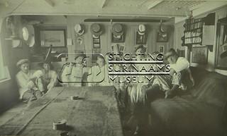 Scheepskajuit met bemanning   by Stichting Surinaams Museum