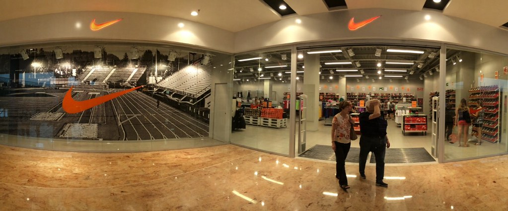Nike Store, Centre comercial Gran Jonquera. Panorámica tom