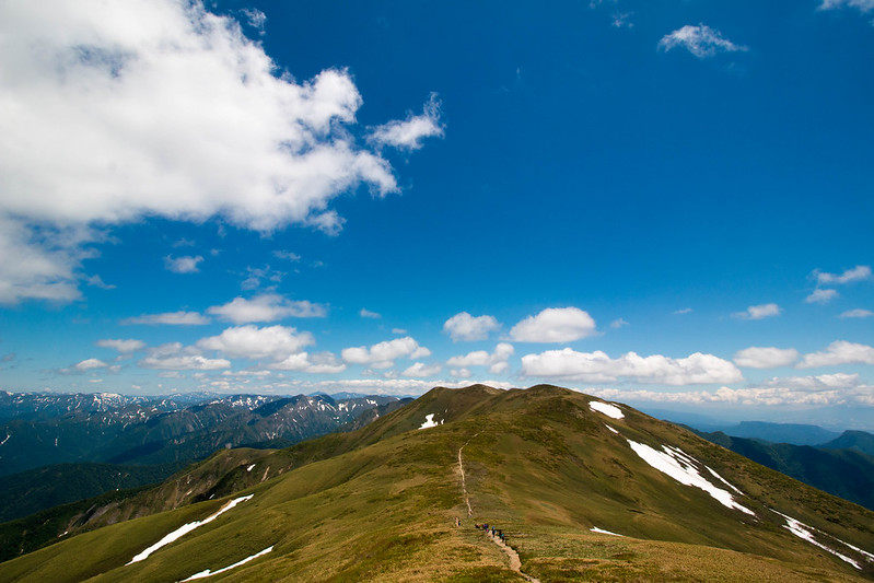 平標山から仙ノ倉山の稜線