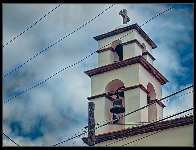 Campanario y cables, Querétaro