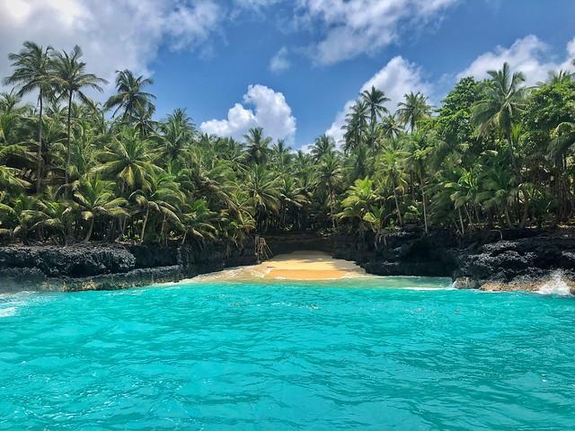 Pequeña cala en la isla de Rolas (Santo Tomé y Príncipe)