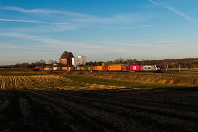 Metrans 187 509 mit Containerzug in Bad Bevensen