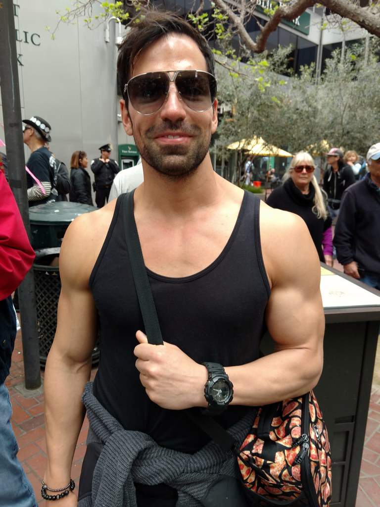 Hella handsome muscle hunk ! ( safe photo )