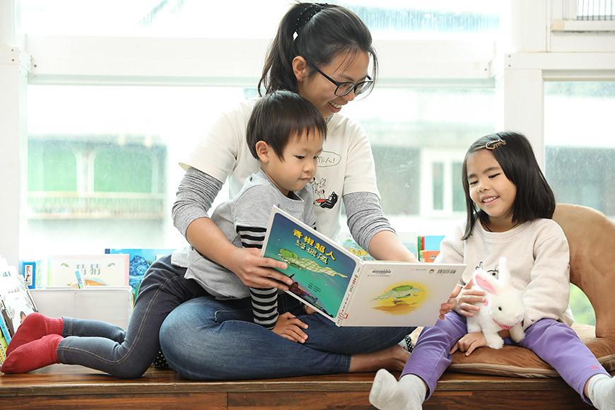 與孩子共讀綠繪本,食育就這樣自然地融入親子互動中。