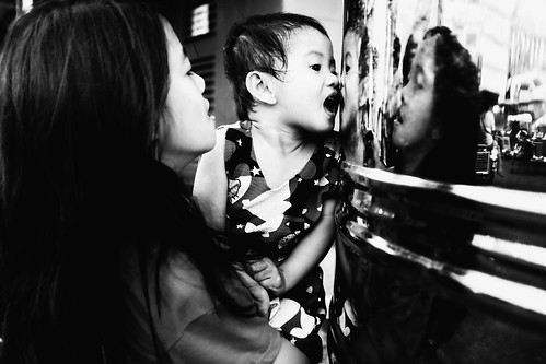 meljoesandiego fuji fujifilm x100f streetphotography reflection children candid monochrome philippines