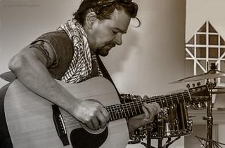 guitar player   by Lyutik966