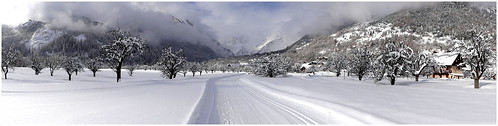 arbres chalets extérieur hautesalpes montagne neige nuages paysage panoramique sentier vallouise