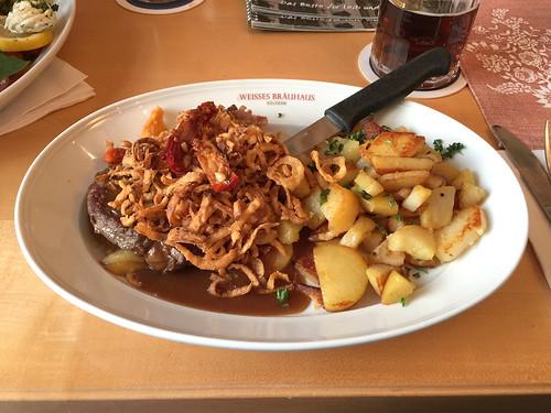 49 - Zwiebelrostbraten mit Bratkartoffeln - Weisses Brauhaus - Kelheim