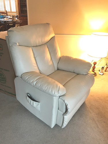 White leather power lift chair | by thornhill3