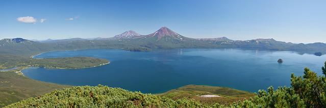 Панорама Курильского озера.