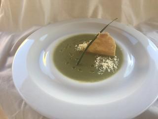 Crema de kale con calabacín, crujiente de gofio y queso ahumado | by mararia66