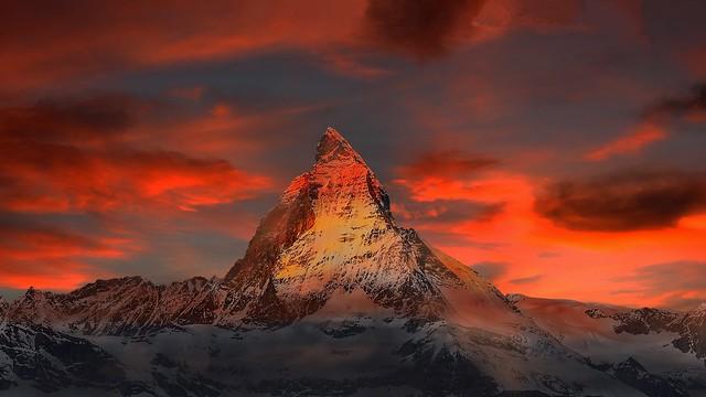 Landscape - Schweiz - Matterhornlandschaft im rotem Abendlicht
