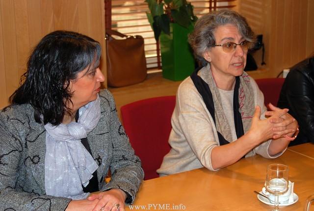 La presidenta de AESAL, Elena Borrego, junto a la directiva Isabel Martín Arija.