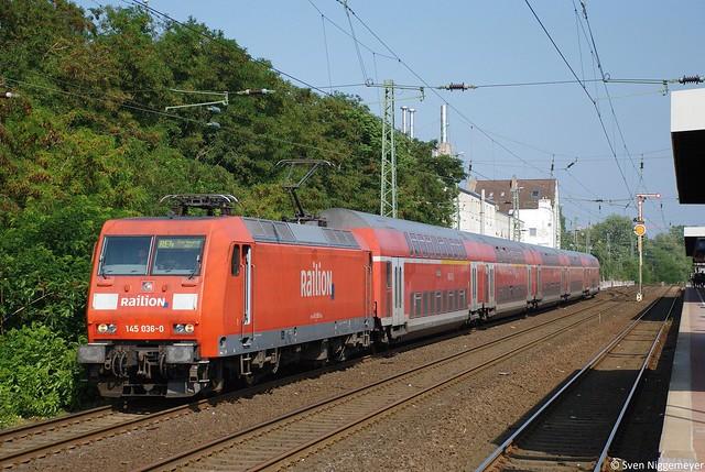 145 036-0 mit dem RE4 von Dortmund Hbf nach Aachen Hbf in Düsseldorf Völklinger Straße am 4.07.11