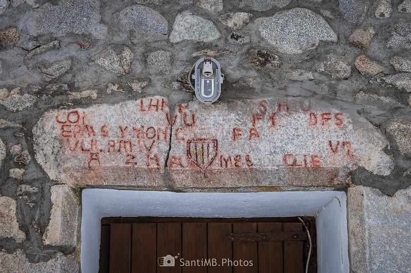 Inscripción sobre la puerta del restaurante del Espitau de Vielha