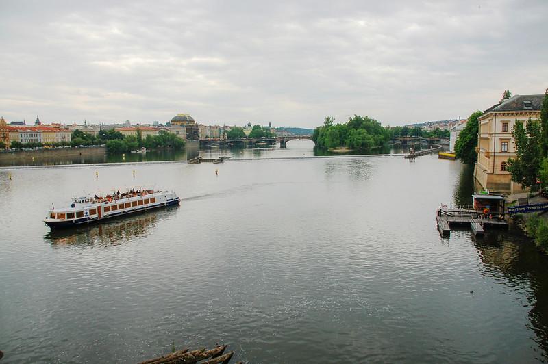 伏爾塔瓦河觀光船及東岸的國家劇院 1