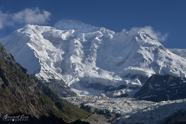 Le Rakaposhi et son glacier en fin d'après midi © Bernard Grua