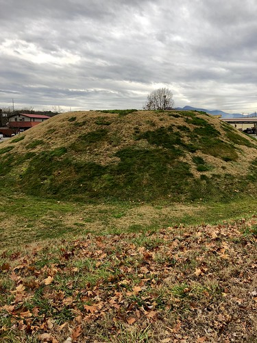 appalachia south northcarolina westernnorthcarolina franklin mound earthworks cherokee nativeamerican nikwasi precolumbian ancient