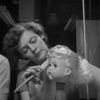 A doll's head / Une tête de poupée